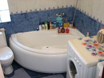 красиво вписать стиральную машину в ванную1.jpg