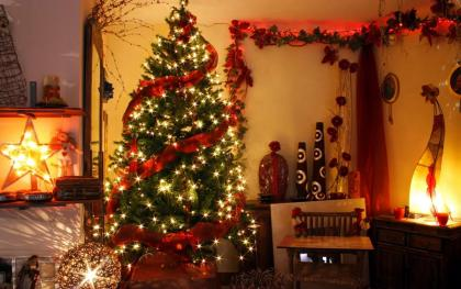 елка, украшенная красным2.jpg